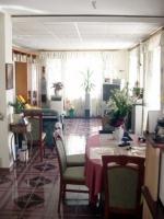 Hangya 64.8 MFt - 342 m2Eladó családi ház Üröm